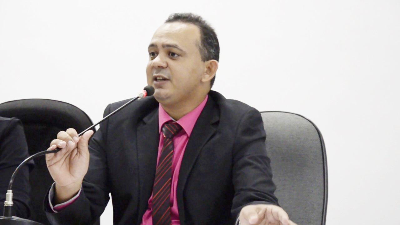 Parlamentar pediu atenção do executivo com os profissionais do transporte escolar. (Reprodução/Badiinho)