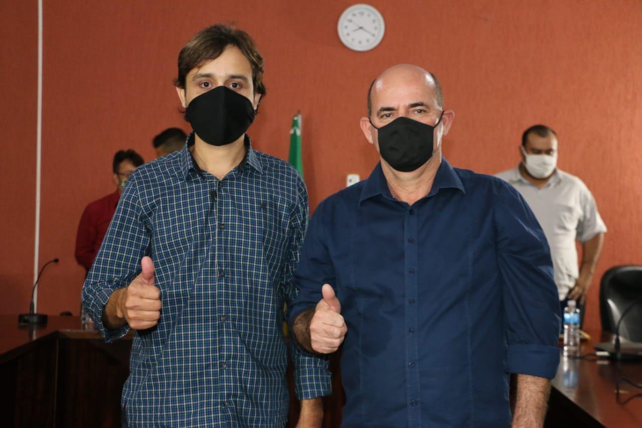 O prefeito Diogo Rosa Nunes e o vice prefeito Nelson Machado vão à reeleição (Reprodução Sdnews)