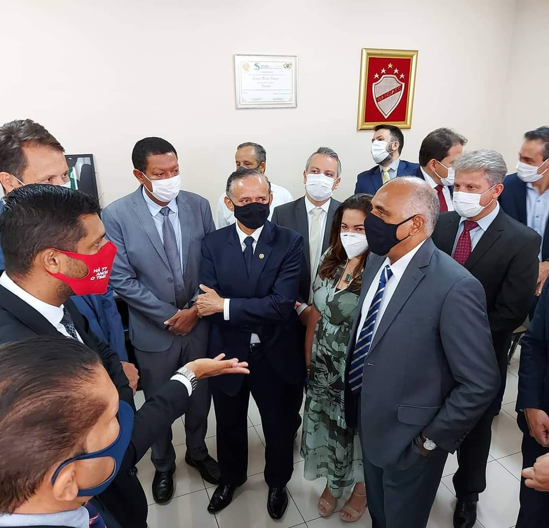 Rogério Cruz em meio aos parlamentares (Reprodução)