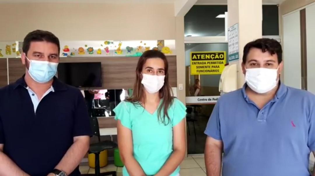 Suzana e os diretores do HMSA Dr. Alan Alves e Dr Murilo Paranhos durante transmissão de live (Reprodução Rede Social)