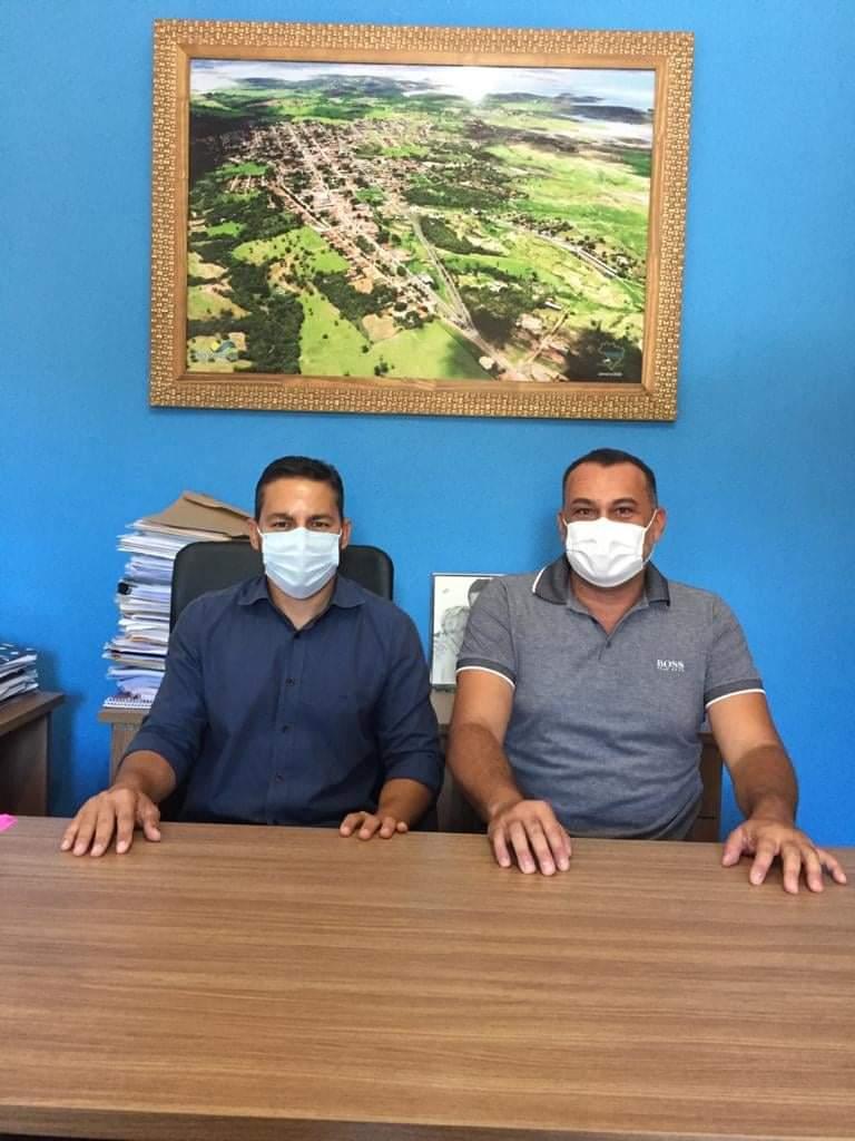 o prefeito Hugo Deleon de Carvalho Costa (Cidadania) e seu vice Haroldo Calaça (DEM) da cidade turística de Três Ranchos, durante transmissão(Reprodução)