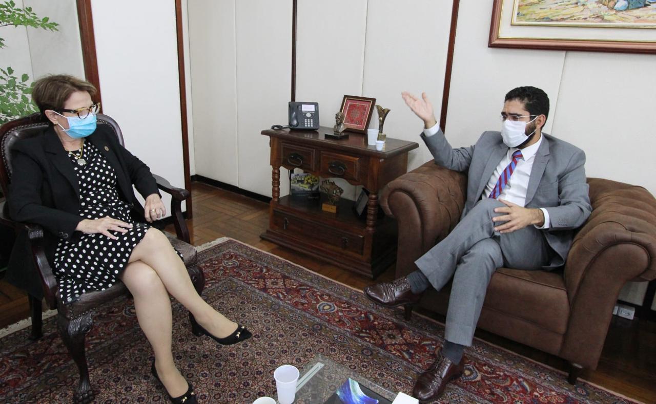 Lincoln Tejota em diálogo com a Ministra de Agricultura Tereza Cristina