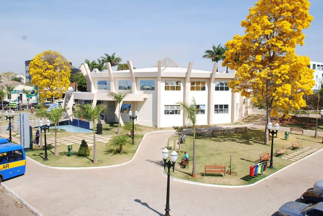 Palácio Etienne Lepesqueur, Praça José Adamian, s/n - Centro, Cristalina - GO