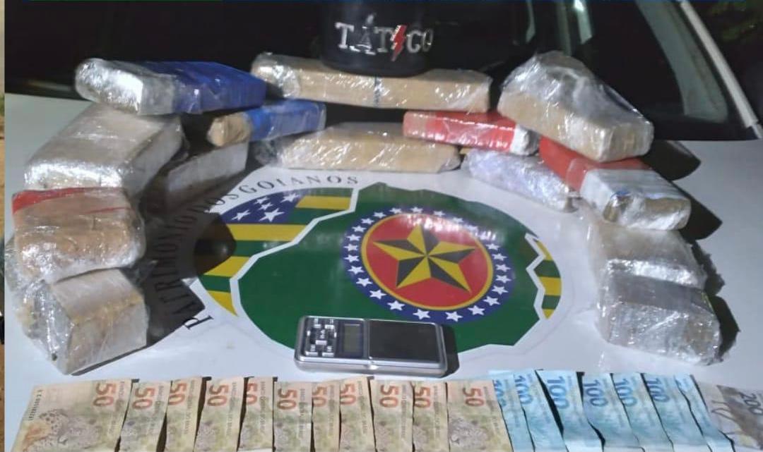 Durante as ocorrências também foram apreendidos mais de 200 quilos de insumos usados no refino de cocaína e grande quantia em dinheiro
