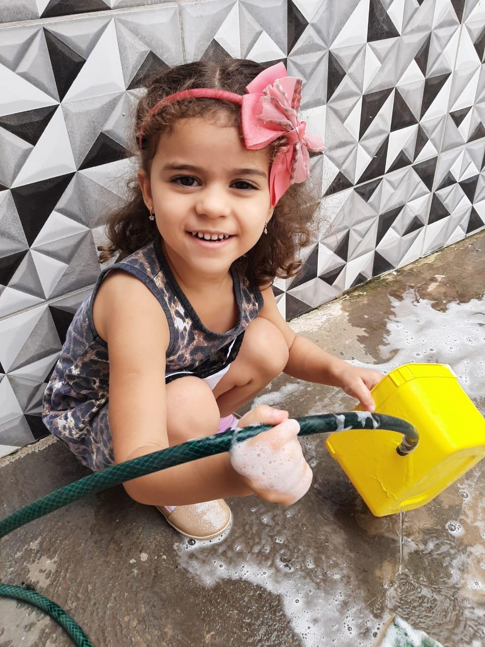 Em casa, crianças e famílias recebem atividades mensais postadas pelos professores, por meio do Ambiente Virtual de Aprendizagem Híbrida (Avah)