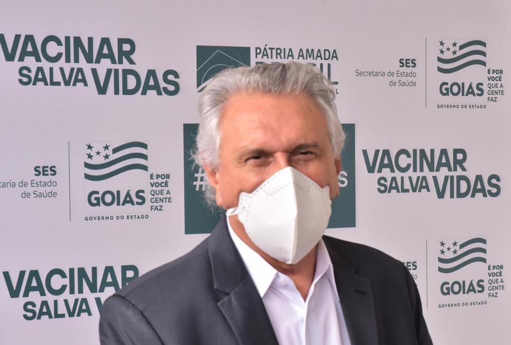 Durante videoconferência com prefeitos, governador Ronaldo Caiado fala sobre importância do correto registro da cobertura vacinal no sistema do Ministério da Saúde e sobre continuidade da imunização