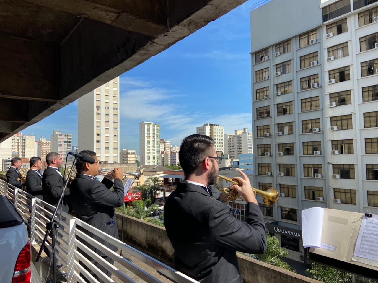 Orquestra Sinfônica de Goiânia, que se apresentava no 1º andar do Edifício Parthenon Center, na rua Rua 4