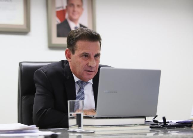 Senador Vanderlan Cardoso, participando de sessão virtualmente