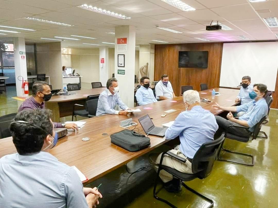 Em Goiânia, Jânio Pacheco apresenta demandas na área energética de Ipameri ao presidente da Enel Goiás, José Luís Salas e ao diretor de Relações Institucionais, Humberto Eustáquio.