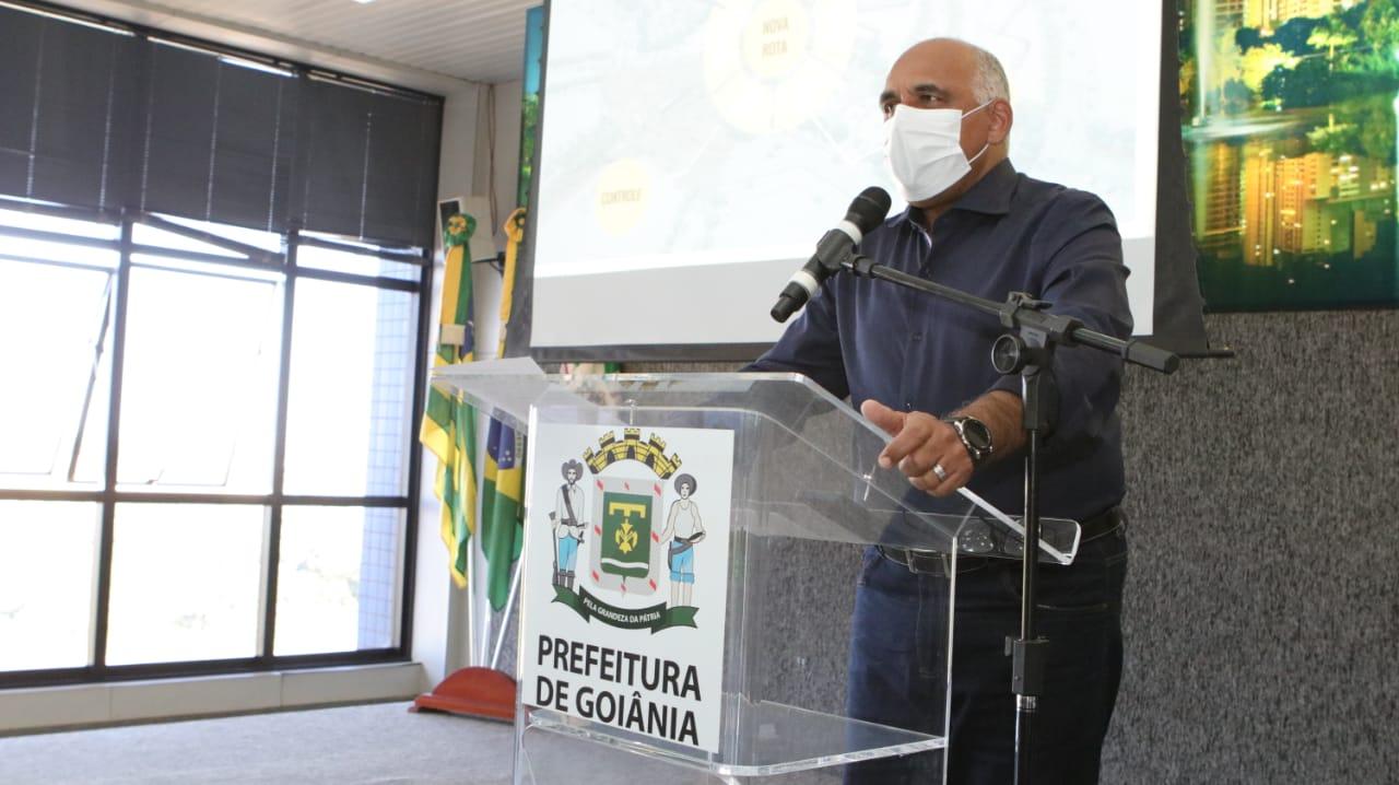 O prefeito Rogério Cruz durante anúncio das regras do decreto de reabertura econômica (Foto: Jackson Rodrigues)