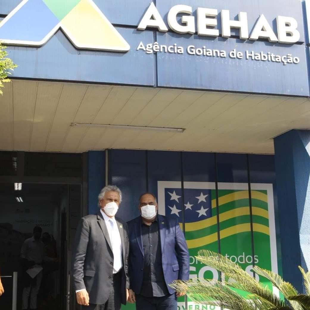 O governador Ronaldo Caiado na recepção da AGEHAB junto com Luiz Sampaio
